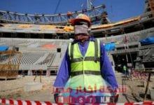 صورة منظمة العفو الدولية تتهم قطر بعدم صرف رواتب العمال.