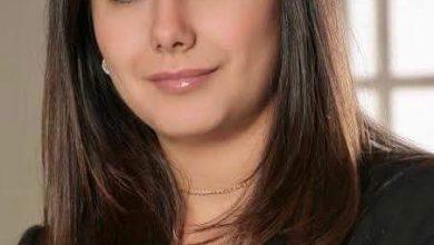صورة خلفاً لوالدها ، وبالإجماع … فريدة خميس ، رئيساً لمجلس أمناء الجامعة البريطانية …