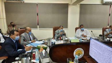 صورة رئيس جامعة الوادى الجديد يستعرض الرؤية الإستراتيجية للجامعة
